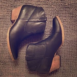 Volatile Shoes - Leather upper small heel pointed toe boots