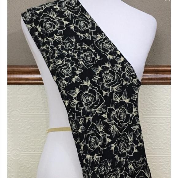 91ec8f122aa09 LuLaRoe Pants | Bnwt Black And White Rose Leggings | Poshmark