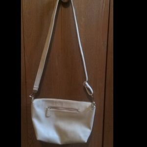 Steve Madden Handbags - BRAND NEW Steve Madden bag w/ part of tag attached