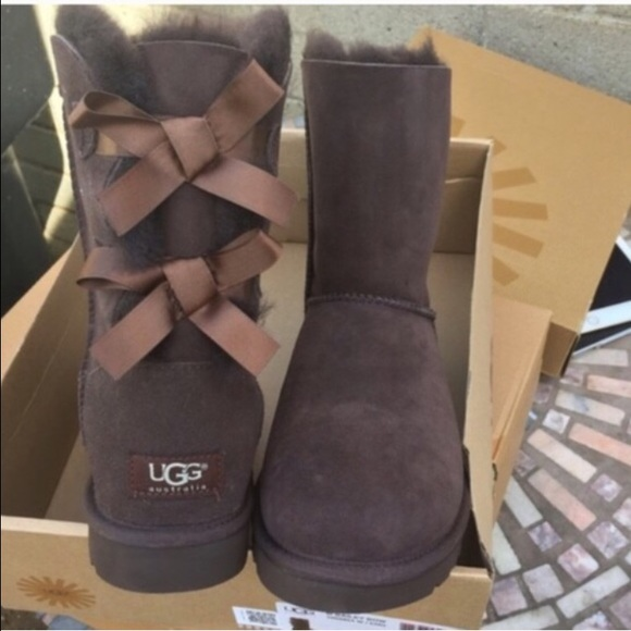 28dfa4cea1a UGG AUTHENTIC BAILEY BOW chocolate BOOTS SZ 8 new NWT