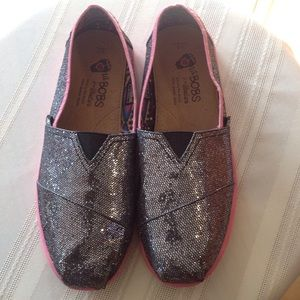 BOBS Other - Lil BOBS silver glitter and pink trim. Girls Sz. 3