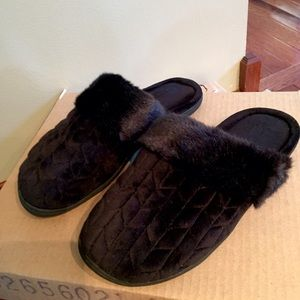 UGG Shoes - NEW Black Slippers