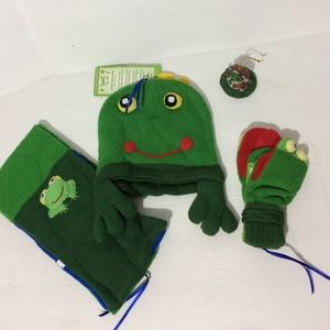 Kidorable Other - Kidorable frog hat scarf and mittens set