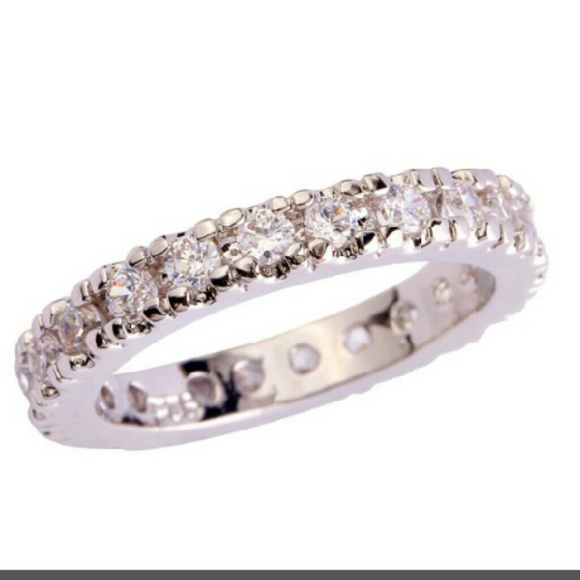91% off Zales Jewelry 🆕 White Topaz 925 Silver Eternity Ring Size 6 from