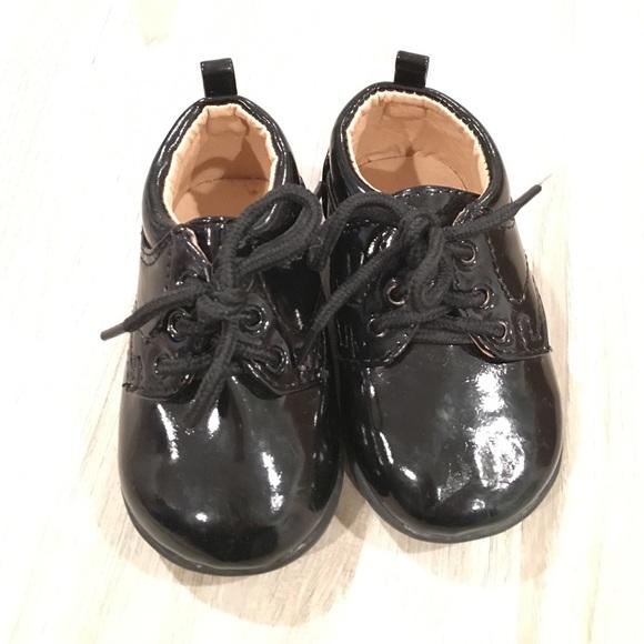 e8f962958aa3 Baby Boy Black Faux Patent Leather Dress Shoes EUC.  M 583ca9bc3c6f9f0241122684