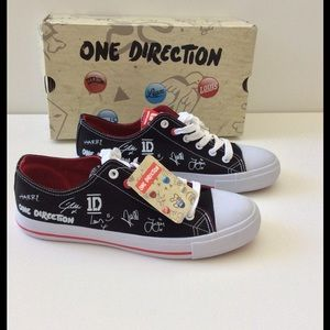 mtnhiker Shoes - One Direction Autograph Low Sneakers NIB 🎉HPX2🎉
