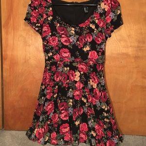 Forever 21 floral print short sleeve dress
