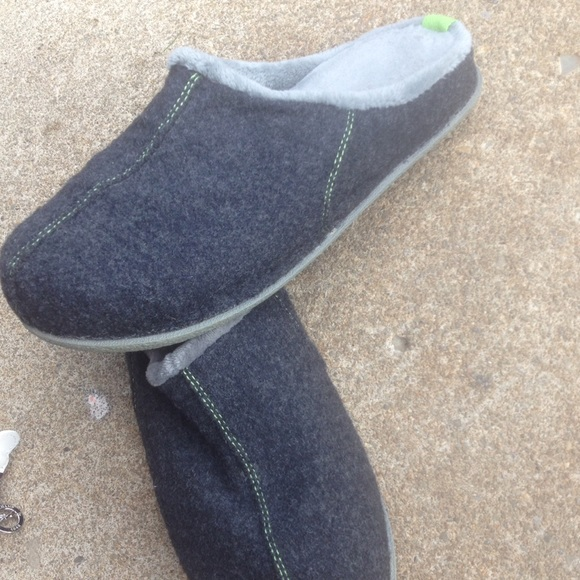 3ab73b21e946 Brookstone Other - Men s Brookstone N.A.P Slippers Size XL Grey EUC