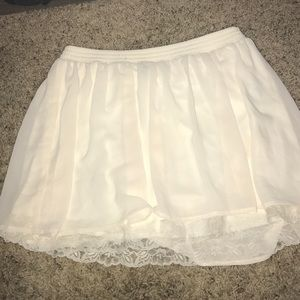 Skirt with lace.