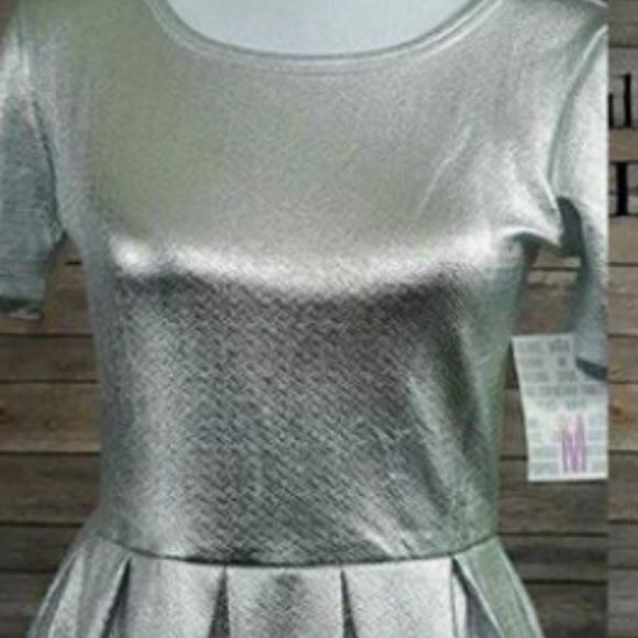LuLaRoe Dresses & Skirts - Medium Amelia