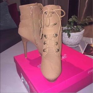 Shoes - NEVER BEFORE WORN ADORABLE TAN BOOTIES!