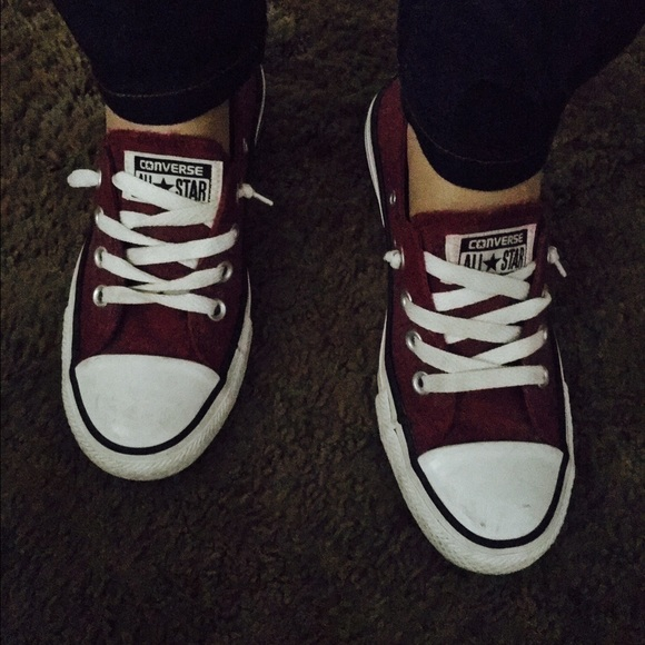 All star converse no tie maroon shoes like new