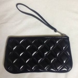 Accessories - Black quilted silver hardware wristlet