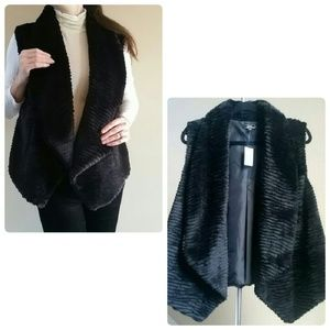 Lisa International Jackets & Blazers - 🎉HP🎉 Lisa International Faux Fur Vest