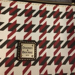 Dooney & bourke clutch