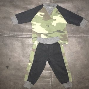 Other - Toddler boy camo sweatshirt outfit EUC