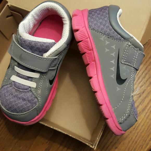 NIKE Toddler Girls shoes 7C