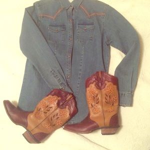 Rocky Shoes - Daisy cowboy boots! 🌼