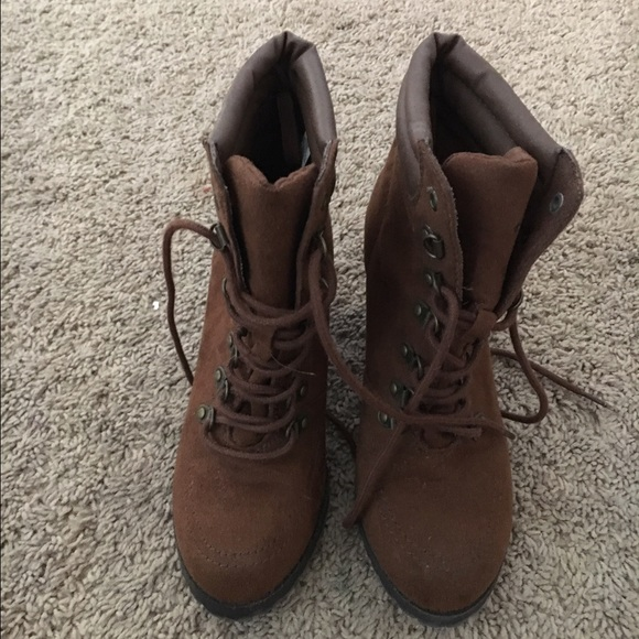 098b8131a22 Sz 8 brown lace up heeled hiker style boot
