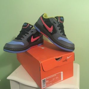Nike Other - Nike Prestige size 6Y Multi Colored Sneakers