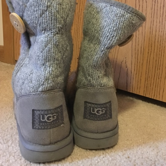 Grey Knit Uggs Outfit