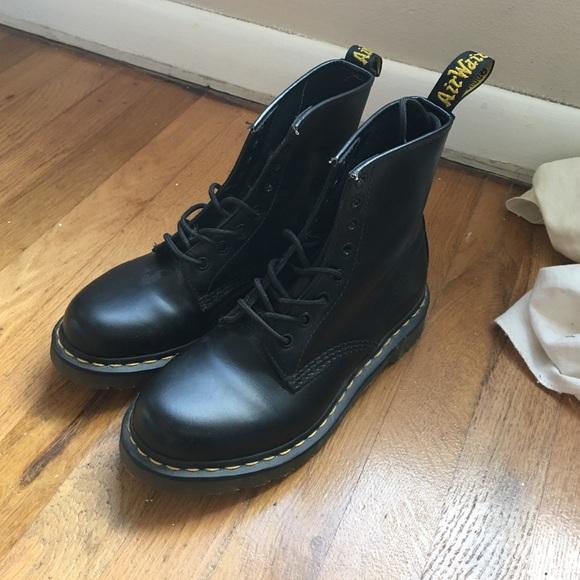 Dr. Martens Shoes - Classic Black Women s 1460 Smooth Doc Martens 2e1474d6e40