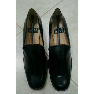 Nine West Shoes - Nine West classic black loafers