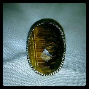Jewelry - Beautiful brown stone ring