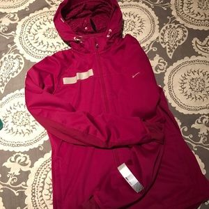 6d9935792a53 Nike Jackets   Coats - 💪🏼Nike Women s Dri-Fit Element Shield Max Jacket