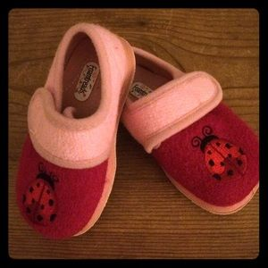 Foamtreads Other - Foamtreads ladybug toddler slippers