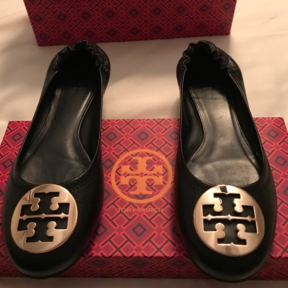 f46840919e714d Authentic Tory Burch Black and Gold flat shoes. M 583e36f413302a850a030104