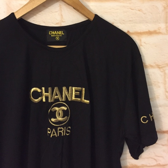 best sneakers d86ff b36ff Chanel embroidered T shirt L