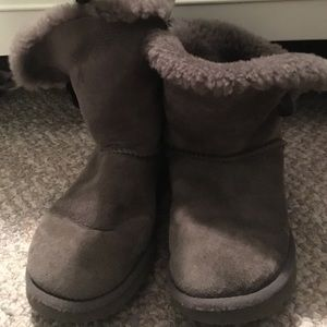 gray uggs with button