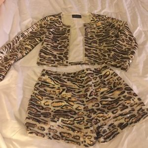 """Other - Sexy """"Leopard Gold/Blk """" Sequence Short Outfil  S"""