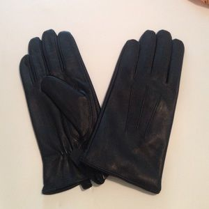 Giovanni Vecci Accessories - 💋💕New Giovanni Vecci Black Leather Gloves
