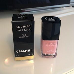 CHANEL Other - CHANEL Le vernis Beige rose 655
