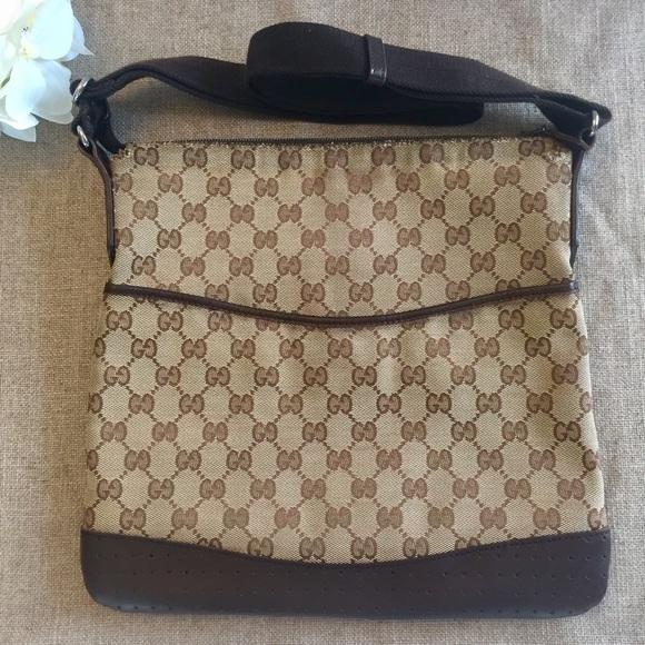 d0a73eb64f0 Gucci Handbags - Authentic GUCCI Signature