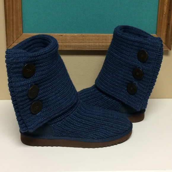 blue sweater uggs