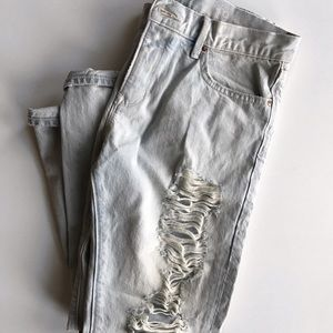 Ripped / Destroyed Boyfriend Jeans