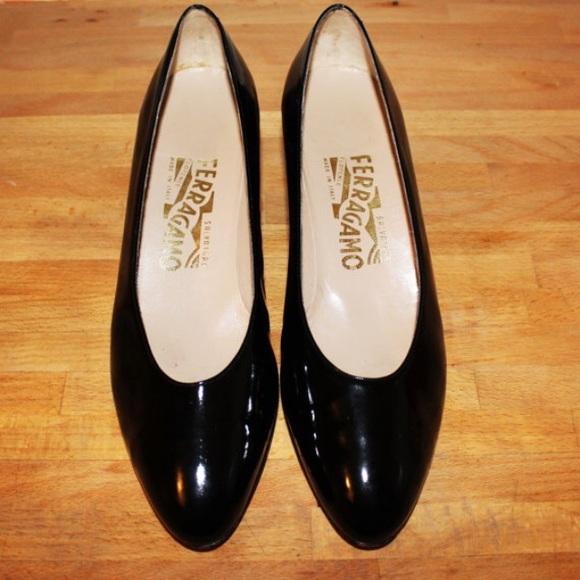 7d9fe9e8350d Vintage 90s black patent leather Ferragamo pumps. M 583f15a6c28456f5c005939c