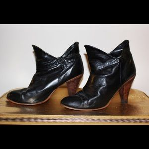 Vintage 80s black leather forked ankle boots