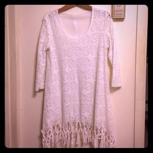 Dresses & Skirts - 3/4 sleeve fun and flowing white dress