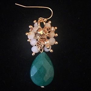 Jewelry - 🌎👂🏼Hunter Green/Beige Cluster Teardrop Earrings