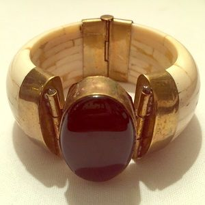 Jewelry - Bangle with Black Stone