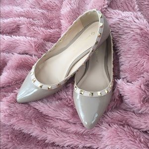 Nude tan gold rockstud studded flats shoes 7.5