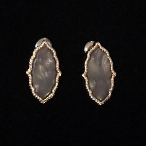 Jewelry - 🌎👂🏼Pearlized Gray Moroccan Post Earrings