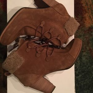Ugg Annalise boots 8.5 in excellent condition