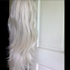 Accessories - Gorgeous gray/silver blonde wig.