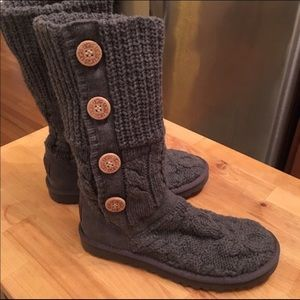 Size 6 gray Knitted Ugg boots. Great condition!