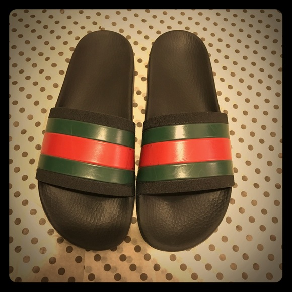 9eb60ea08d0 Auth Gucci Pursuit  72 Logo Rubber Slide Sandals. M 583fa72ff0928208b20147b0